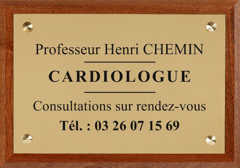 plaque en laiton et support bois pour un cardiologue
