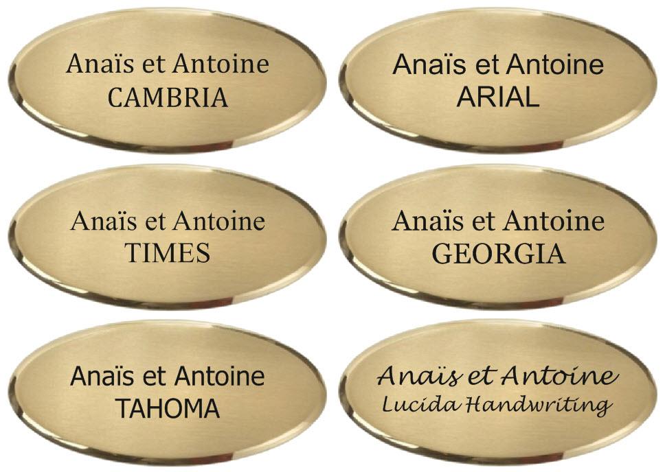 exemple de police de caractères sur une plaque en laiton